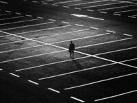 Kata-Kata Sedih tentang Kehidupan - Berdiri di Parkiran