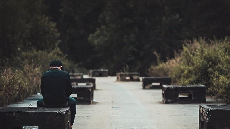 Kata-Kata Sedih tentang Kehidupan - Duduk Sendirian