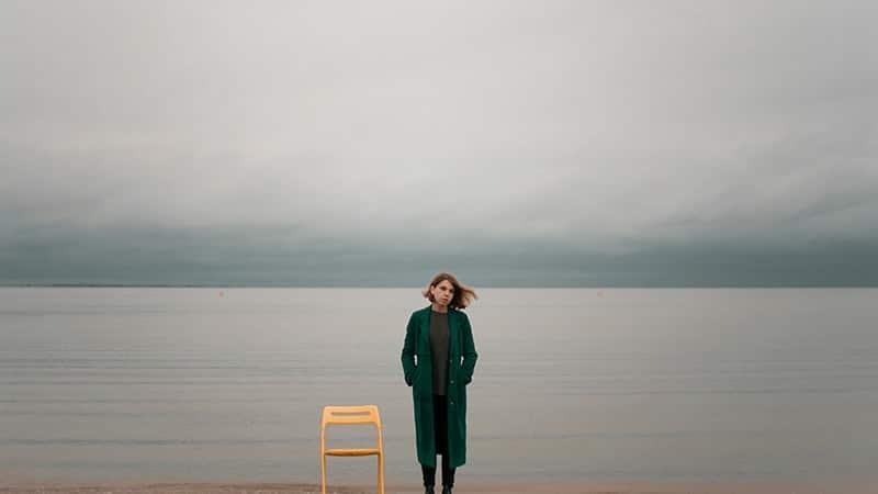 Kata-Kata Sedih tentang Kehidupan - Berdiri di Tepi Danau