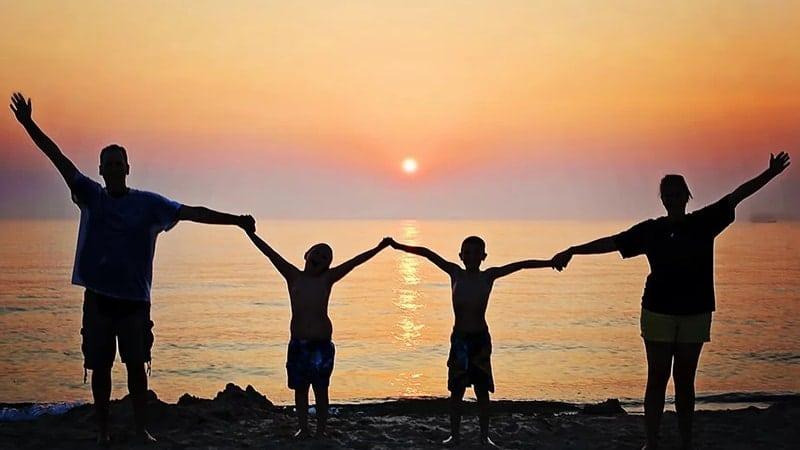Kata-Kata Mutiara Bijak Keluarga - Menikmati Sunset Bersama