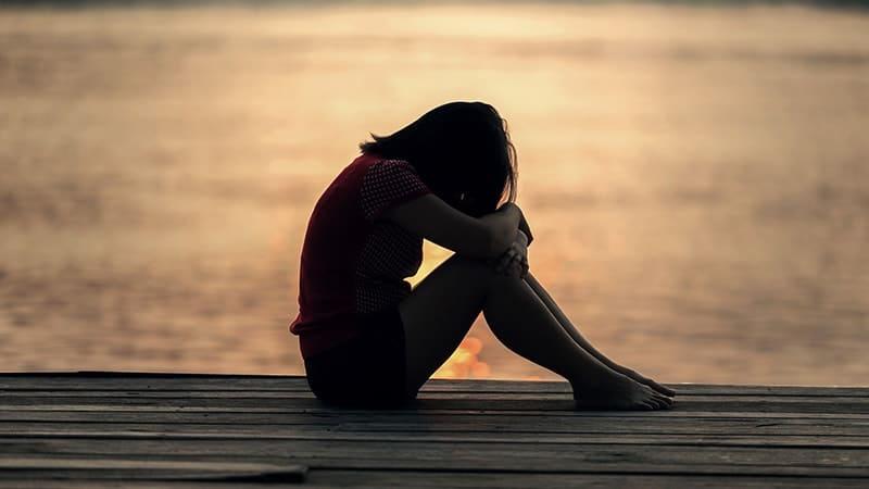 Kata-Kata Senja Sedih - Wanita Bersedih