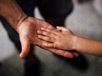 Kata Bijak Mendidik Anak - Tangan Ayah dan Anak