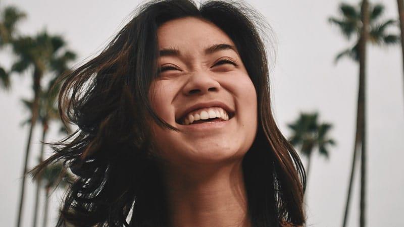 15 Kata Kata Mutiara Tentang Senyuman Wanita Kepogaul