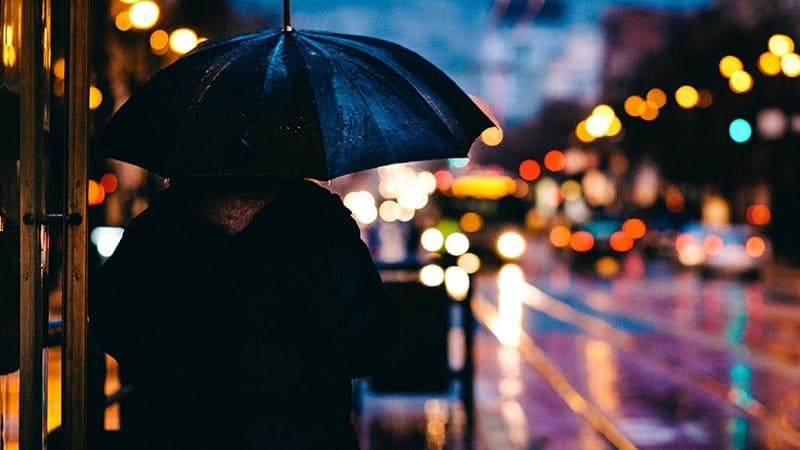 Kata-Kata tentang Hujan Rindu dan Kenangan - Payung Malam
