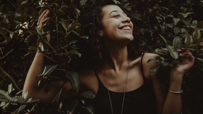 Kata-Kata Jomblo Bahagia - Tersenyum