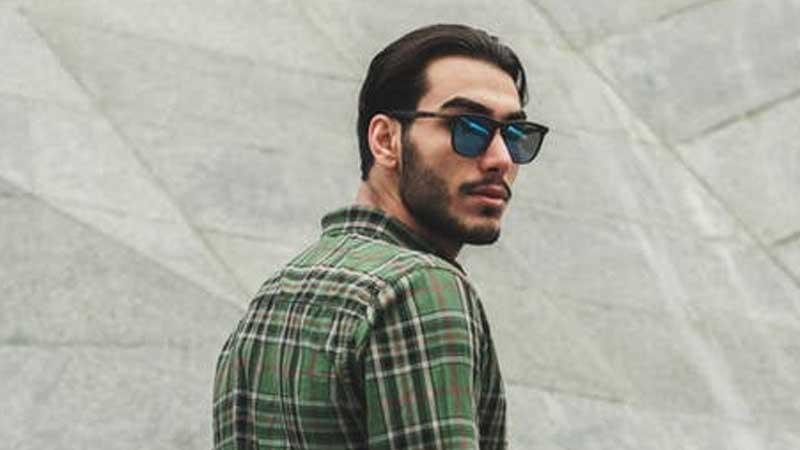 Kata-Kata Jomblo Mencari Cinta - Pria Berkacamata