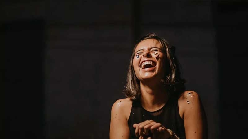 Kata-Kata Sindiran buat Mantan Penghianat - Tertawa