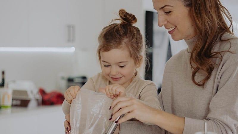 Kata-Kata Harapan Seorang Ibu untuk Anaknya - Mengajari Memasak
